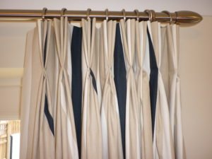 Hanging curtains made to measure